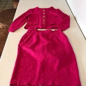 Dress suit, size 4 . Fusha